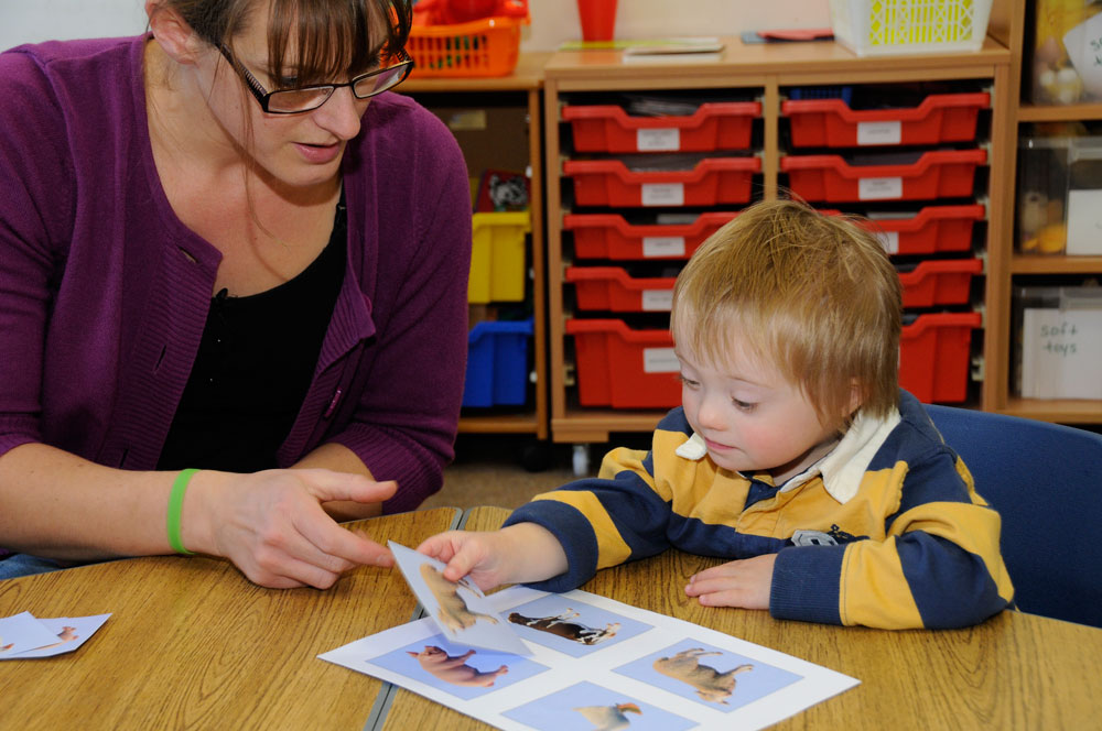 A child matching picture cards