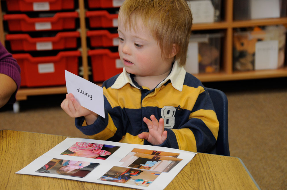 Child matching pictures